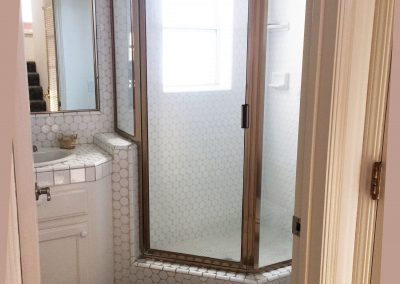 152 Addie downst shower R capt